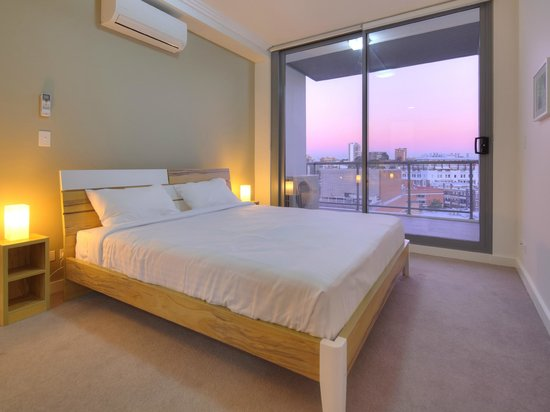 Zara Tower Hotel - Luxury Suites and Apartments