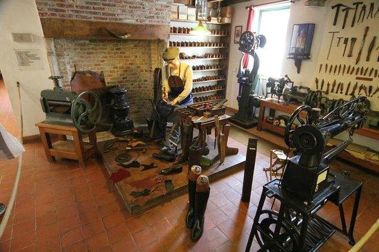 Folklore Museum: Repairing shoes