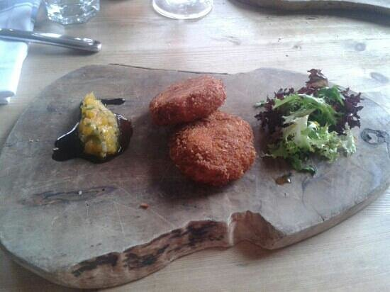Pearson's Arms Restaurant: crab bonbons from the set lunch menu. delicious!!