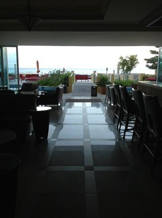 Ocean Two Resort & Residences: Lobby leading to pool and sea