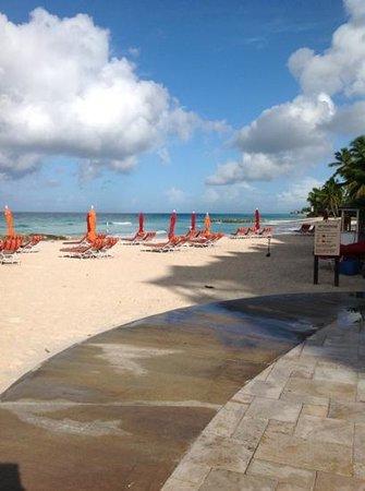 Ocean Two Resort & Residences: Beach off patio