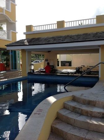 Ocean Two Resort & Residences: Quench Pool Bar