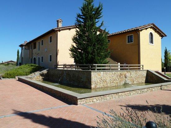 Fattoria Santo Stefano: One of the larger villas