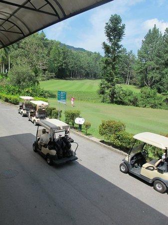 Awana Hotel: Golf range