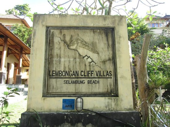 Lembongan Cliff Villas: Front of hotel