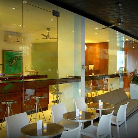Hotel Durban: Café terrace.