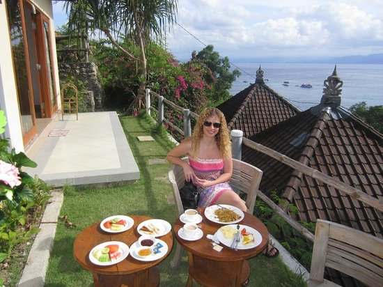 Lembongan Cliff Villas: outside area - fab view!