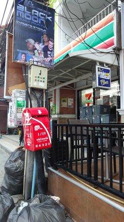 Lek City Hotel: 近くのセブンイレブン