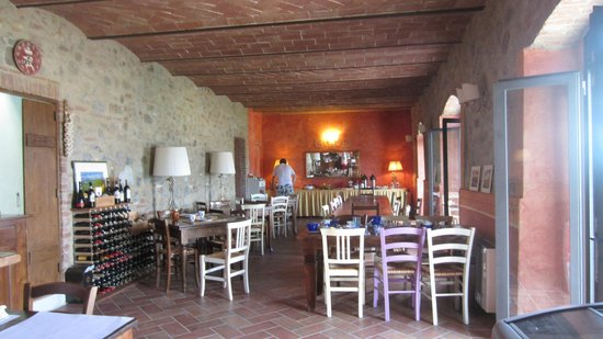 Antico Borgo di Tignano: the lovely dining room
