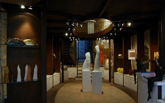 San Gimignano, Italia: iSculpture: the first art gallery featuring only Italian sculptors!