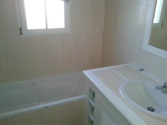 Madame Vacances Résidence Les Fontenelles : Salle de bain villa RDC