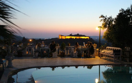 Villa Panaroma: Dinning at poolside