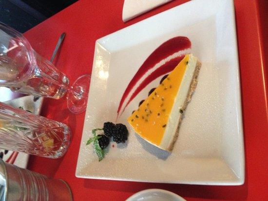 Aioli Tapasbar : God och vacker cheesecake.