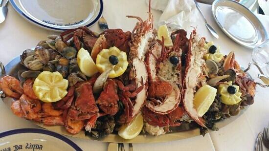 Mixto de mariscos (2 portions) !!!!! - Picture of Tasquinha da Linda ...