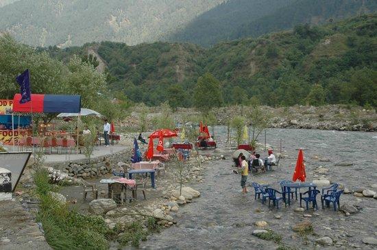 Hilltone Resorts & Spa: River Side Cafe