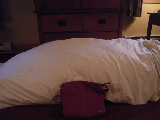 Settlers Inn: pad removed from our bed!