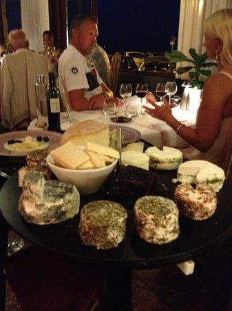 Les Vieux Murs : les fromages de la belle France.
