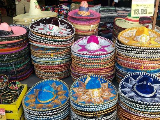 Sandos Playacar Beach Resort : Lots of hats