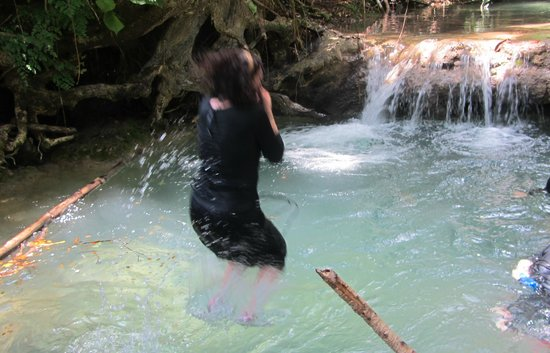 Mayfield Falls: Jumping into the cool clear water
