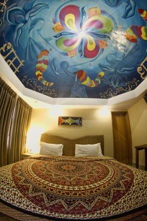 Dharma Beach: Thematic room
