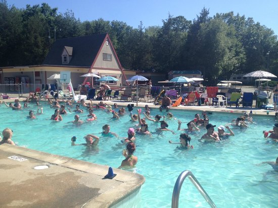 Strawberry Park Resort: Adult Pool hopping during the cha cha slide!