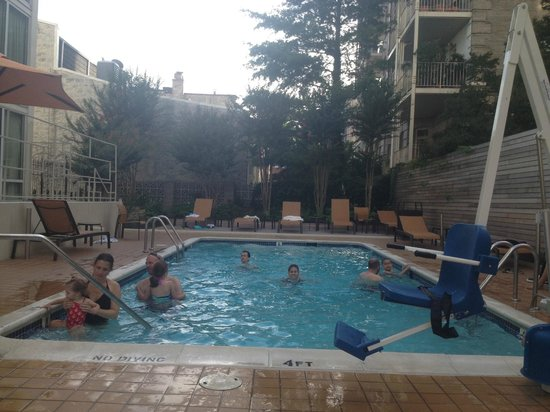 Courtyard by Marriott Washington DC \ Dupont Circle: the pool
