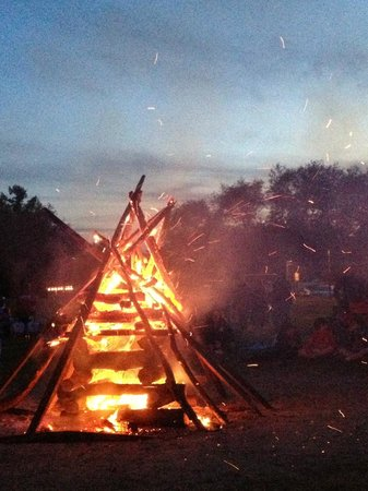 Strawberry Park Resort: Bon fire is still beautiful, no matter what!