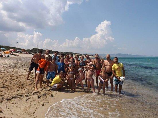 Residence Costa del Turchese: BADESI: La spiaggia, il mare e gli amici di quest'anno....animùùùùùù