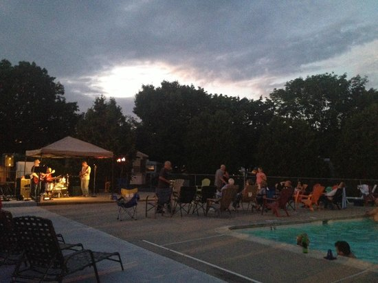 Strawberry Park Resort: Sunday Night Adult Poolside Dance!