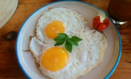 Pounda: Fried eggs for breakfast