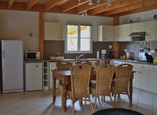 Les Vues Gites: Keuken - Villa Les Vues - La Genebre, Hautefort Dordogne