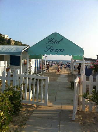 Hotel Serapo: Ingresso spiaggia