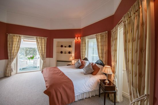 Kingswear Park Club: Master bed