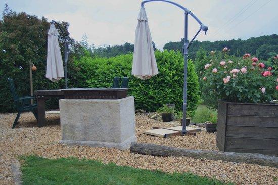 Les Vues Gites: BBQ - Villa Les Vues - La Genebre, Hautefort Dordogne