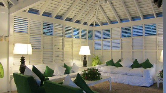 Round Hill Hotel & Villas: Outdoor living room in cottage 4