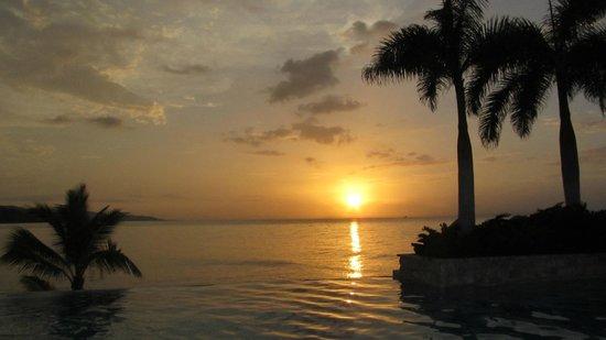 Round Hill Hotel & Villas : Sunset