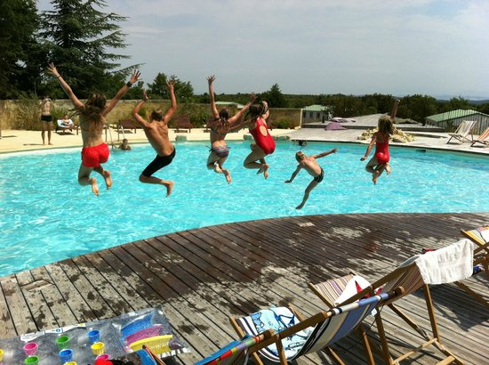 Domaine de Briange: kids have fun at the pool