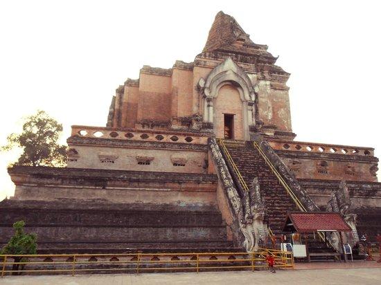 Picture of Wat Chedi Luang Varavihara, Chiang Mai ...