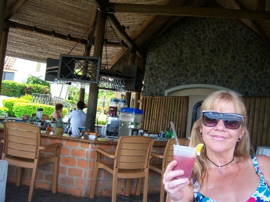 Villas Sol Hotel & Beach Resort: First drink at the main bar