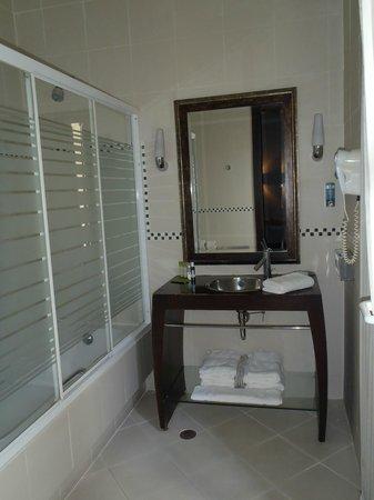 Andromeda Thessaloniki: bathroom