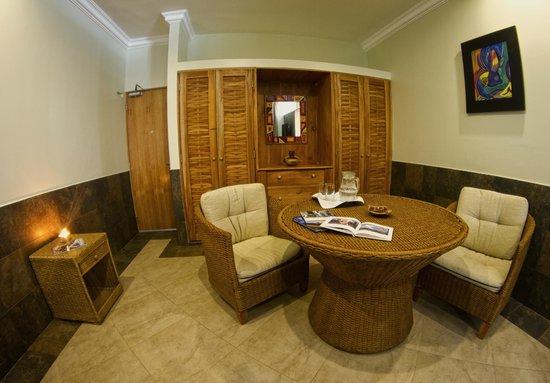 Dharma Beach: Dining room-Suite