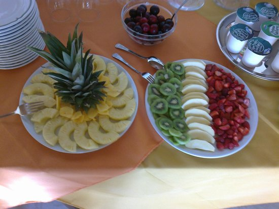 spesso Composizioni di frutta fresca - Picture of Hotel Il Melograno, San  SY32