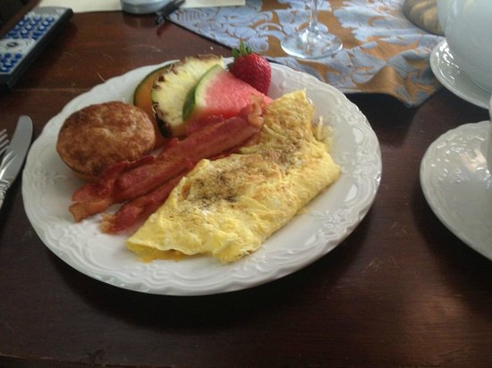Stafford House: Ham and Cheese Omelette , Apple and Cin Muffin Bacon Fresh Fuirt
