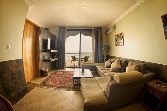 Dharma Beach: Livingroom-Suite
