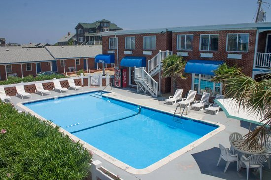 Colonial Inn: Outdoor Pool
