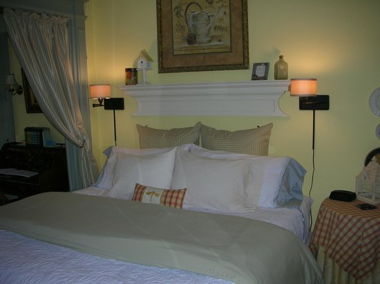 A B&B at The Edward Harris House Inn: Rosemary's Suite
