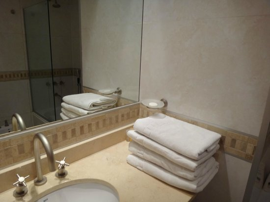 Orfeo Suites Hotel: Baño