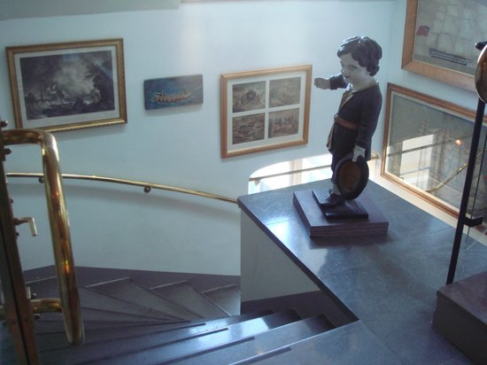 Victory Hotel: 階段もオシャレ