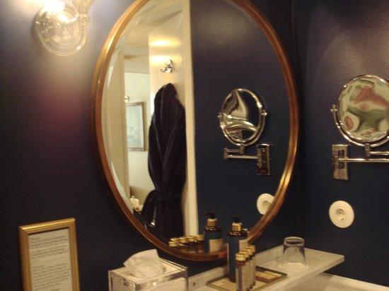 Victory Hotel: バスルームにもこだわりを感じます