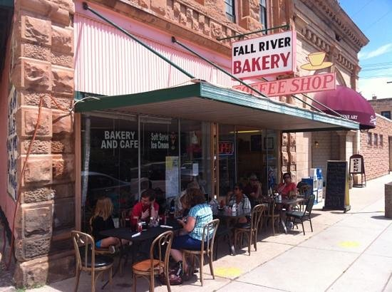 Fall River Bakery : sidewalk cafe